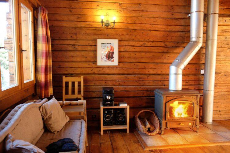 Chalet Elliot West La Tania fireplace