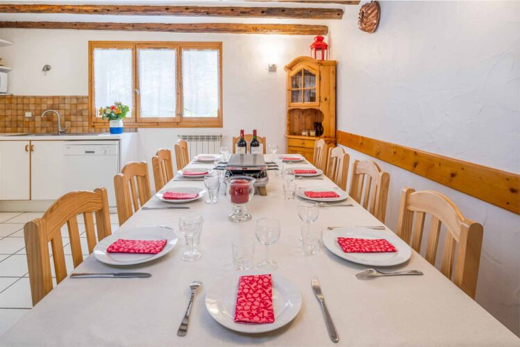 Chalet Charmille La Tania dining room