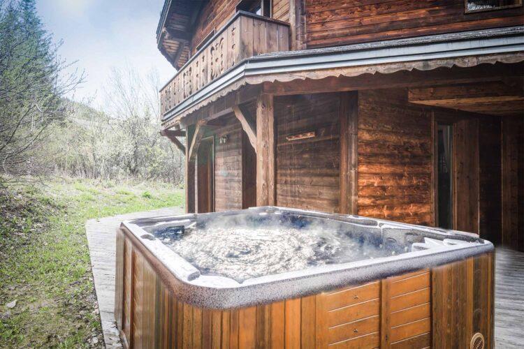 Chalet Lea La Tania hot tub