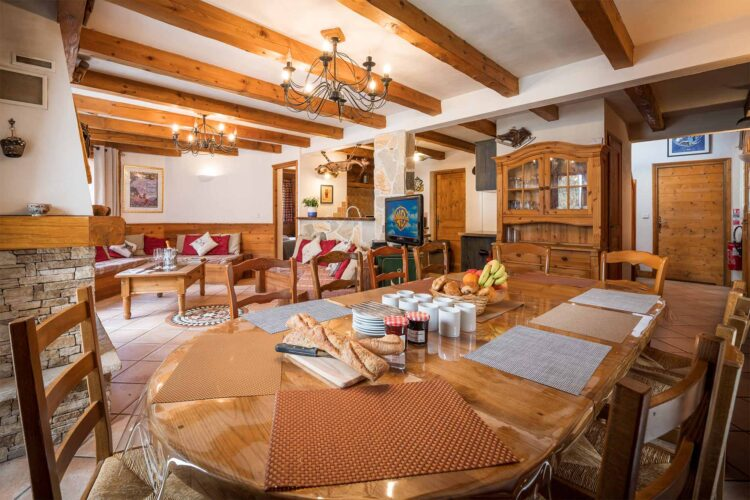 Chalet Lea dining room