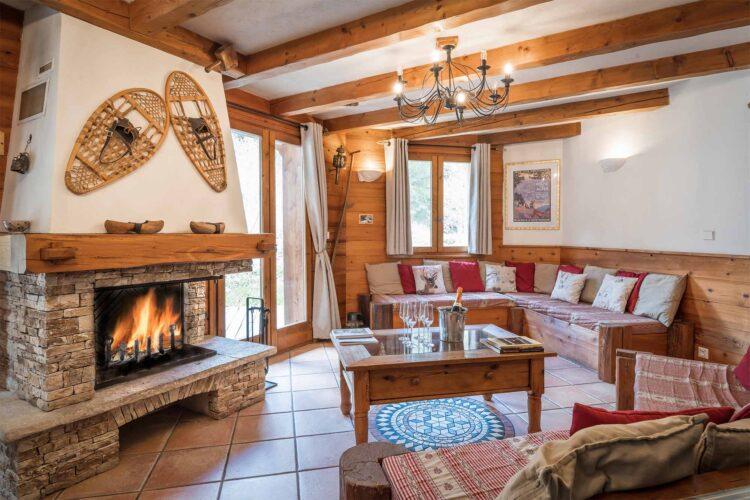 Chalet Lea La Tania living room with chimney